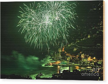 Wood Print featuring the photograph Fireworks Hdr by Antonio Scarpi