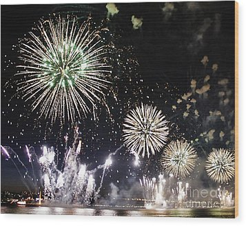 Wood Print featuring the photograph Fireworks Over The Hudson River by Lilliana Mendez