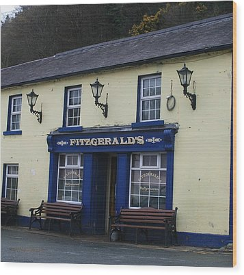 Fitzgeralds  Pub From Ballykissangel Wood Print by Melinda Saminski