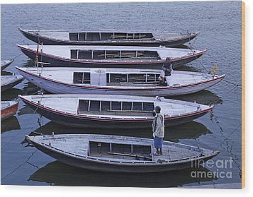 Five Boats On The Ganges Wood Print by Robert Preston