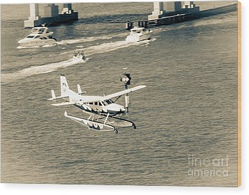 Flight- Landing In The Bay Wood Print by Rene Triay Photography