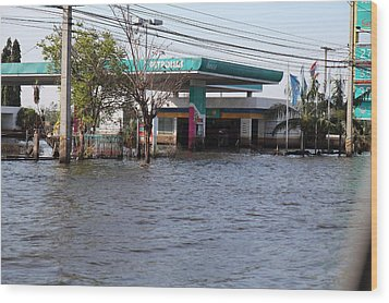 Flooding Of Stores And Shops In Bangkok Thailand - 01133 Wood Print by DC Photographer