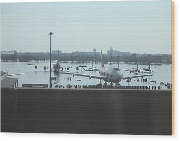 Flooding Of The Airport In Bangkok Thailand - 01135 Wood Print by DC Photographer