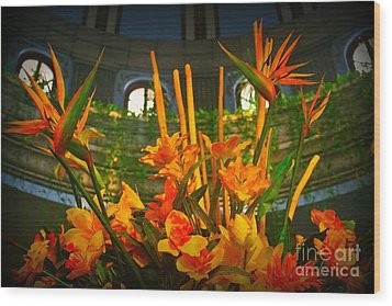Floral Arragement In Lobby Of The Riu Cancun Hotel Wood Print by John Malone