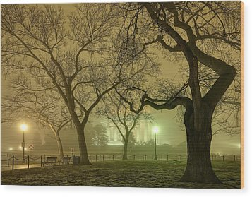 Foggy Approach To The Lincoln Memorial Wood Print by Metro DC Photography