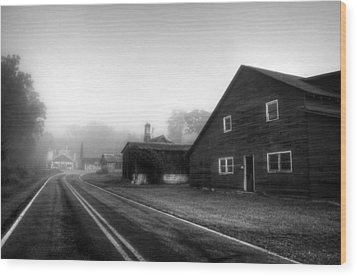 Foggy Morning In Brasstown Nc In Black And White Wood Print
