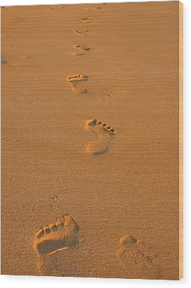 Footprints In The Sand Wood Print by Andreas Thust