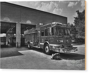 Fort Wright Fire Station Bw Wood Print by Mel Steinhauer