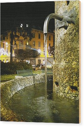 Fountain At Night Wood Print by Giuseppe Epifani