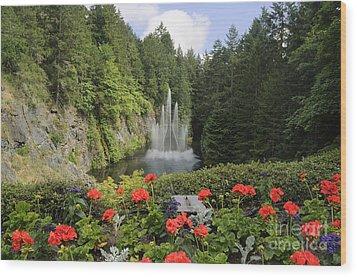 Fountain In Butchart Gardens Wood Print