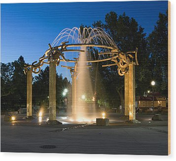 Fountain In Riverfront Park Wood Print