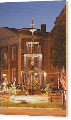 Fountain On Chambersburg Square Wood Print by L Granville Laird