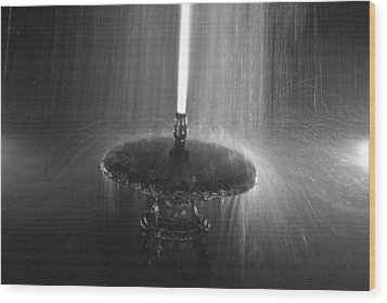 Fountain Spray Wood Print