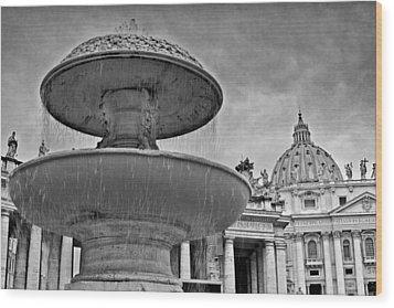Fountain St. Peter's Square Wood Print