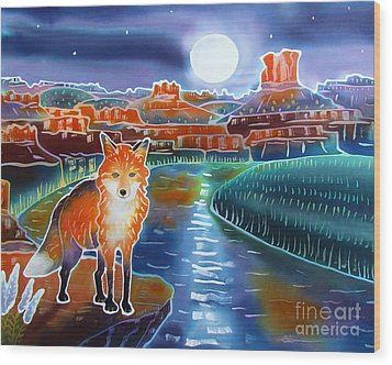 Fox In The Moonlight Wood Print by Harriet Peck Taylor
