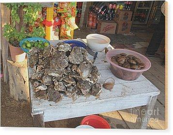 Fresh Oysters Barre De Navidad Wood Print by Linda Queally
