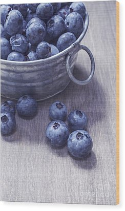 Fresh Picked Blueberries With Vintage Feel Wood Print by Edward Fielding