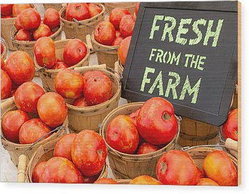 Fresh Tomatoes In Baskets At Farmers Market Wood Print by Teri Virbickis