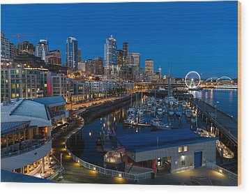Friday Night In Seattle Wood Print