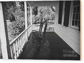 Front Porch Chairs Wood Print by John Rizzuto