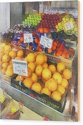 Fruit Stand Hoboken Nj Wood Print by Susan Savad