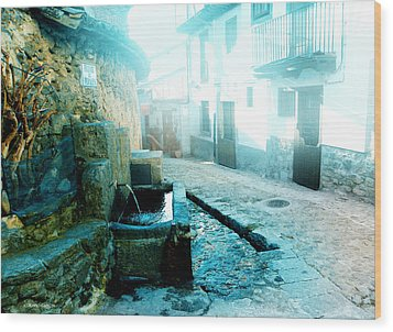 Wood Print featuring the photograph Fuente De Candelario by Alfonso Garcia