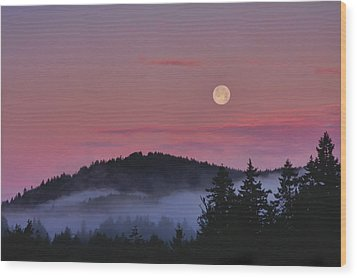 Full Moon At Dawn Wood Print