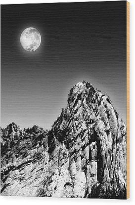 Full Moon Over The Suicide Rock Wood Print by Ben and Raisa Gertsberg