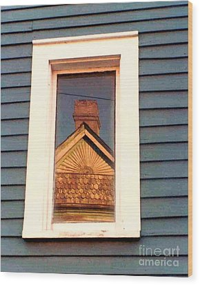 Gable Rays And Scales Lower Garden District New Orleans Louisiana Wood Print by Michael Hoard