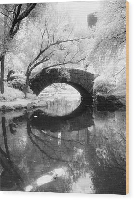 Central Park Photograph - Gapstow Bridge Vertical Wood Print by Dave Beckerman