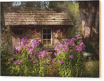 Garden - Belvidere Nj - My Little Cottage Wood Print by Mike Savad