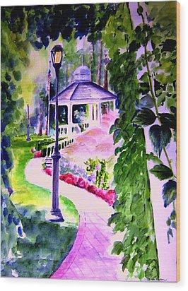 Garden City Gazebo Wood Print by Sandy Ryan