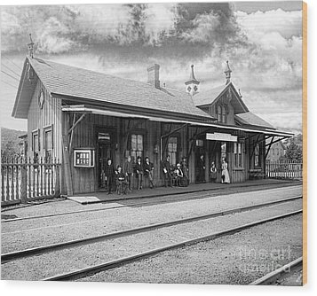 Garrison Train Station In Black And White Wood Print