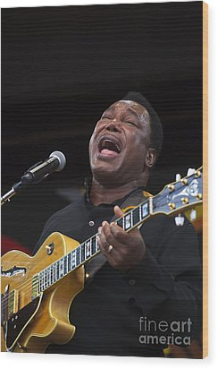 George Benson Sings Wood Print by Craig Lovell