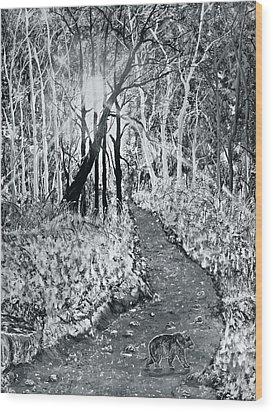 Georgia Bear On The Move Wood Print by Leo Gehrtz