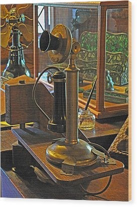 Gillette's Phone And Fan Wood Print by Barbara McDevitt