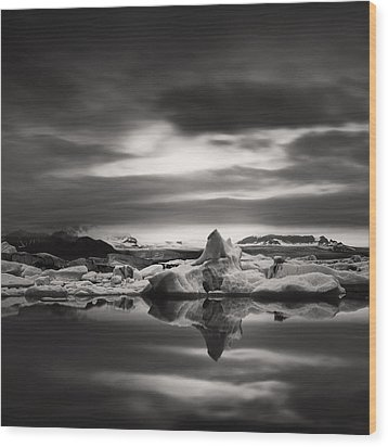 Wood Print featuring the photograph Glacier Lagoon by Frodi Brinks