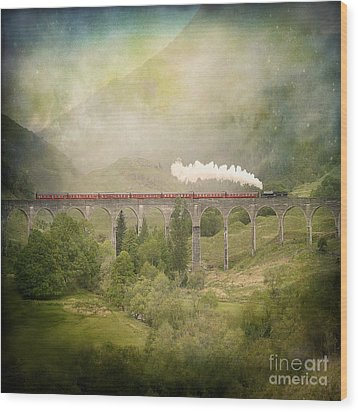 Glenfinnan Wood Print by Roy  McPeak