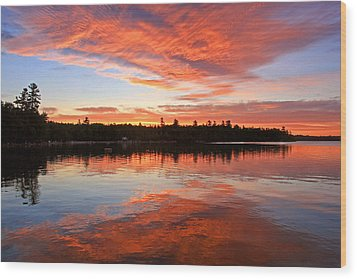 Glorious Sunrise At The Lake Wood Print by Barbara West