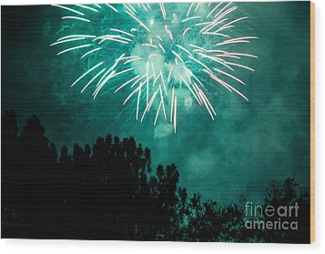 Wood Print featuring the photograph Go Green by Suzanne Luft