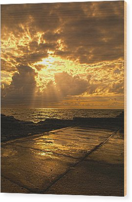 God Rays Wood Print by Meir Ezrachi