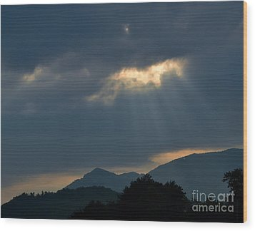 Gods Morning Rays Wood Print by Eva Thomas