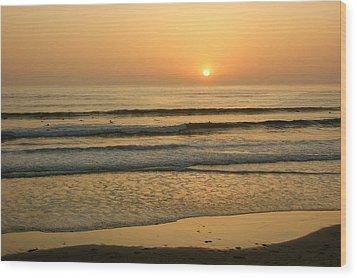 Golden California Sunset - Ocean Waves Sun And Surfers Wood Print