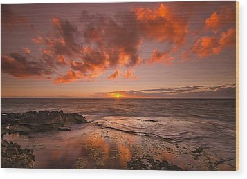 Golden Hawaii Sunset  Wood Print by Tin Lung Chao
