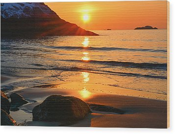 Golden Morning Singing Beach Wood Print