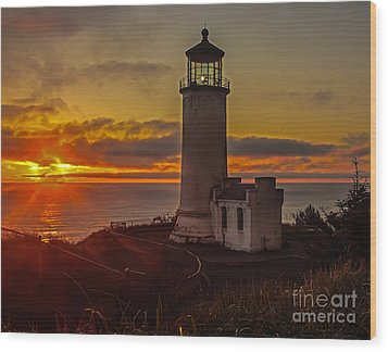 Golden Sunset At North Head Lighthouse Wood Print by Robert Bales