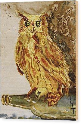 Goldene Bier Eule Wood Print by Beverley Harper Tinsley