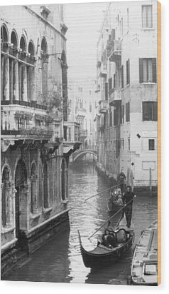 Gondoliers In Venice Wood Print by Dorothy Berry-Lound