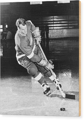 Gordie Howe Skating With The Puck Wood Print