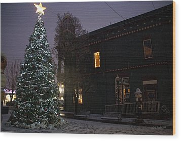 Grants Pass Town Center Christmas Tree Wood Print by Mick Anderson